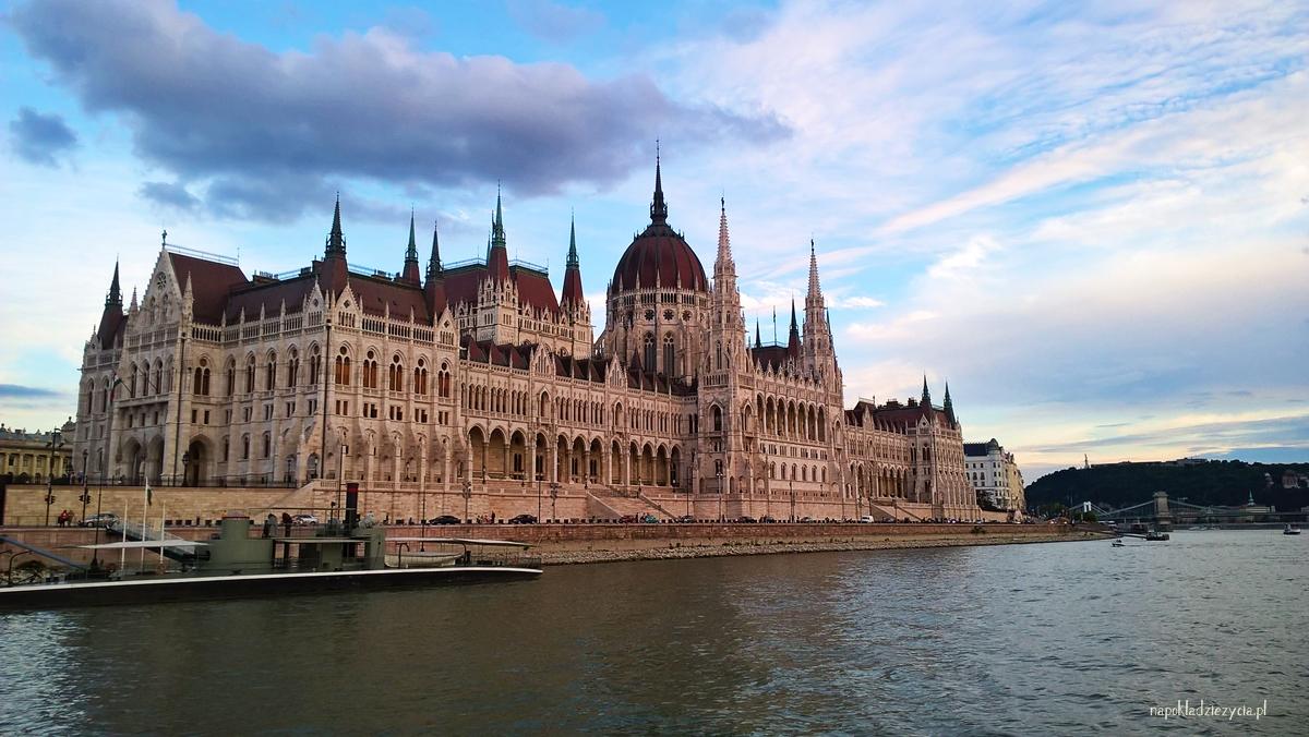Budapeszt tramwaj wodny widoki parlament