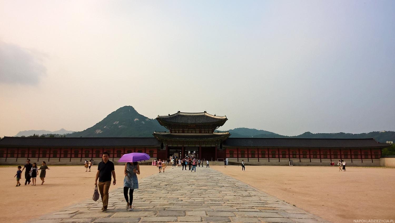 CO ZOBACZYĆ W SEULU: PAŁAC GYEONGBOKGUNG WIECZOROWĄ PORĄ