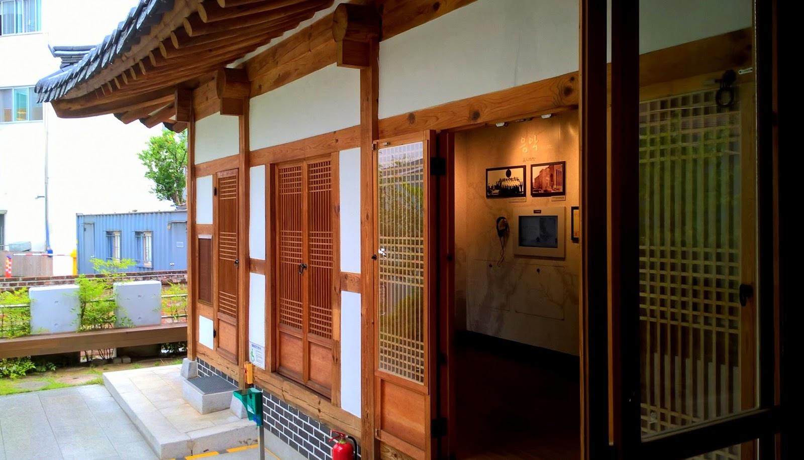 KOREA POŁUDNIOWA, DAEGU: TRADYCYJNE DOMY KOREAŃSKIE, POEZJA I SUKNIE ŚLUBNE