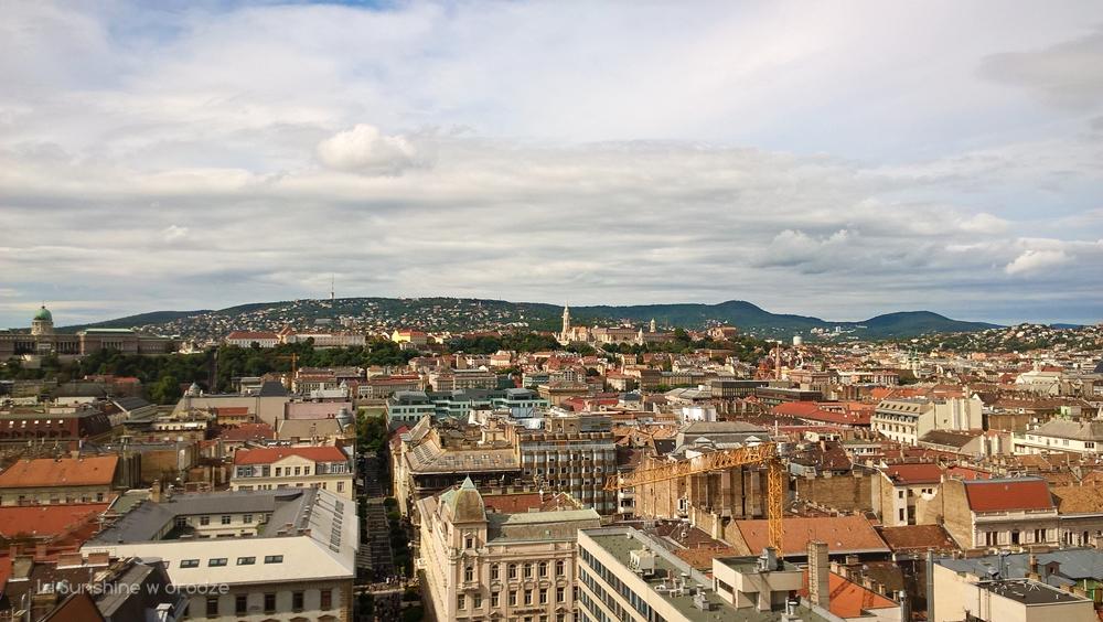 BUDAPESZT: BAZYLIKA ŚW. STEFANA, WIDOK NA MIASTO I CZEKOLADOWE NIEBO