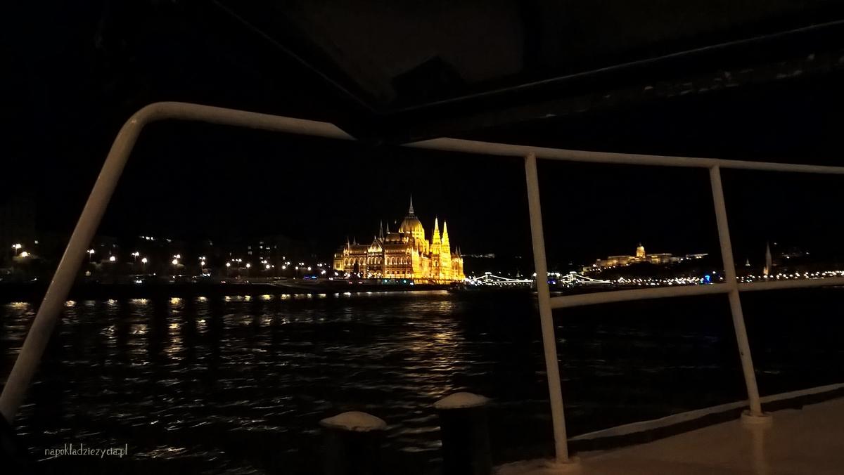 Budapeszt tramwaj wodny widoki parlament wieczorem
