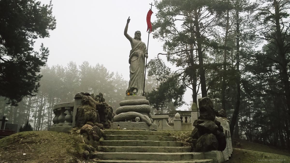 Białystok atrakcje: cmentarz w Wasilkowie