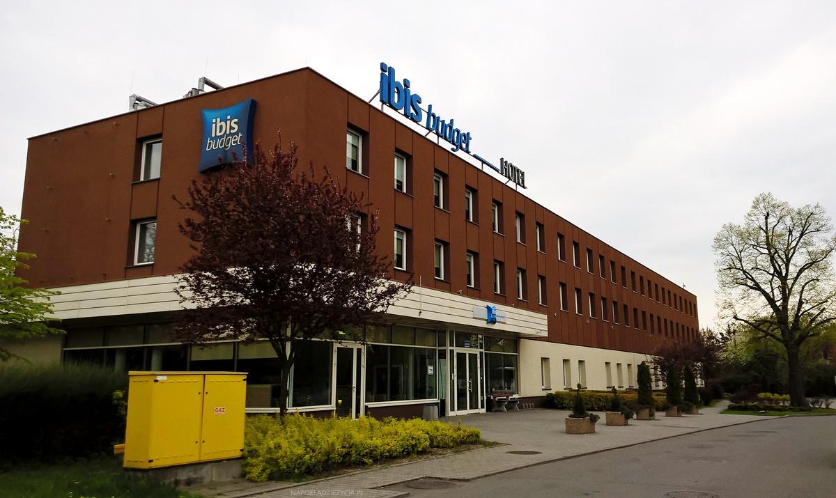 Wrocław na weekend: wejście do hotelu Ibis Budget Wrocław Południe