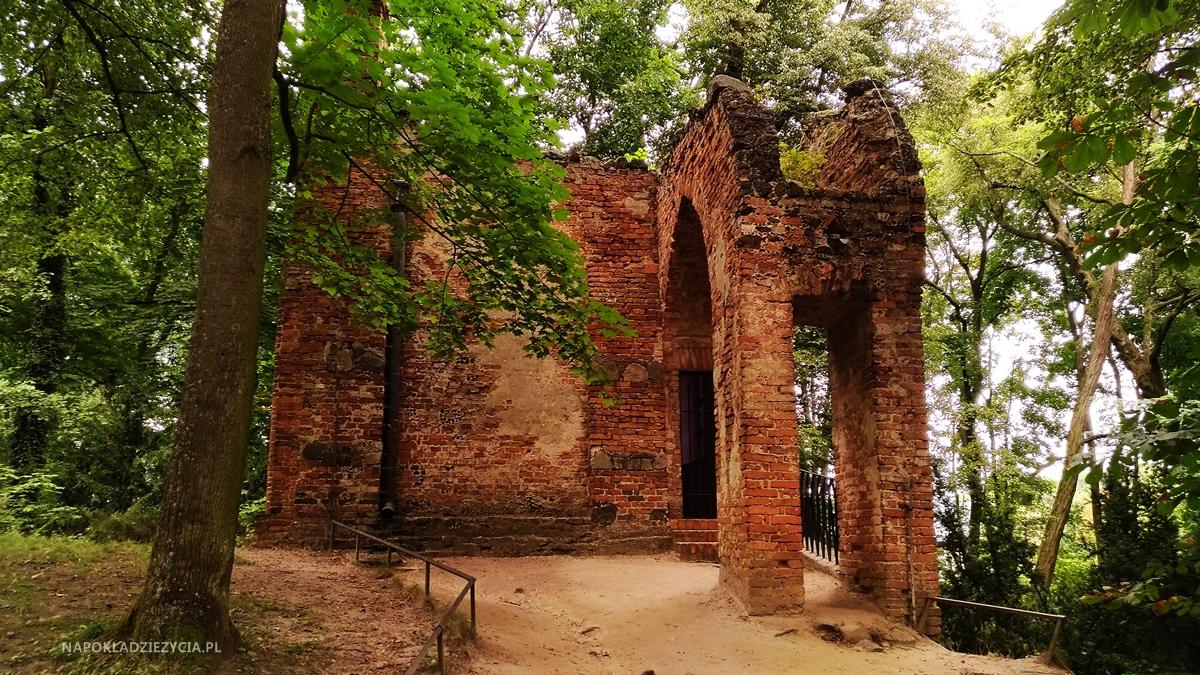 POMYSŁ NA WOLNE POPOŁUDNIE WE DWOJE: PARK ROMANTYCZNY ARKADIA (Domek Gotycki)