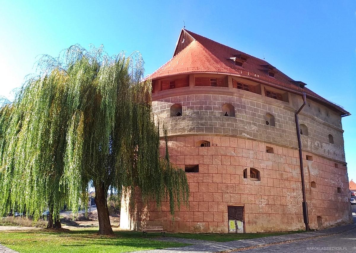 Bardejów, Słowacja: atrakcje, mury miasta i barbakan