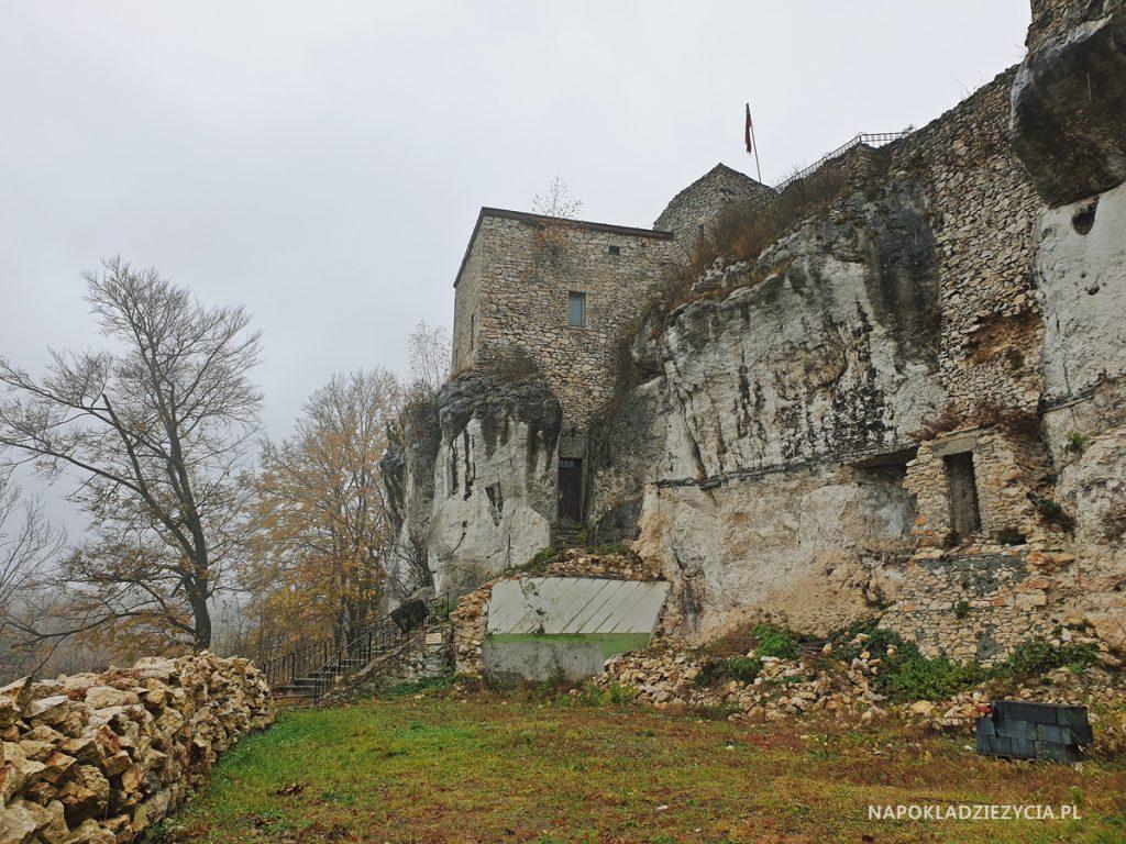 Najpiękniejsze zamki Szlaku Orlich Gniazd, trasa samochodowa: Zamek Bąkowiec w Morsku