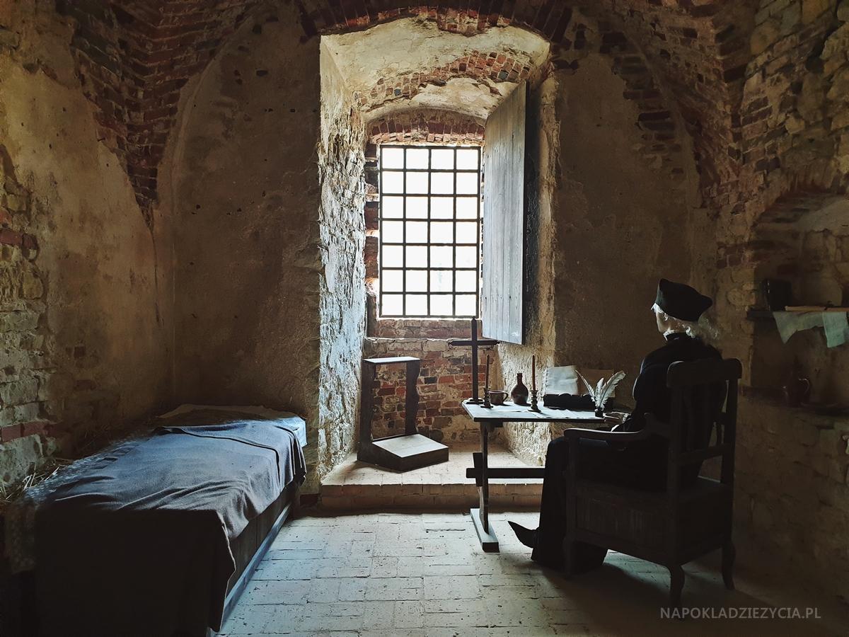 Najpiękniejsze zamki Szlaku Orlich Gniazd, trasa samochodowa: Zamek Lipowiec w Babicach