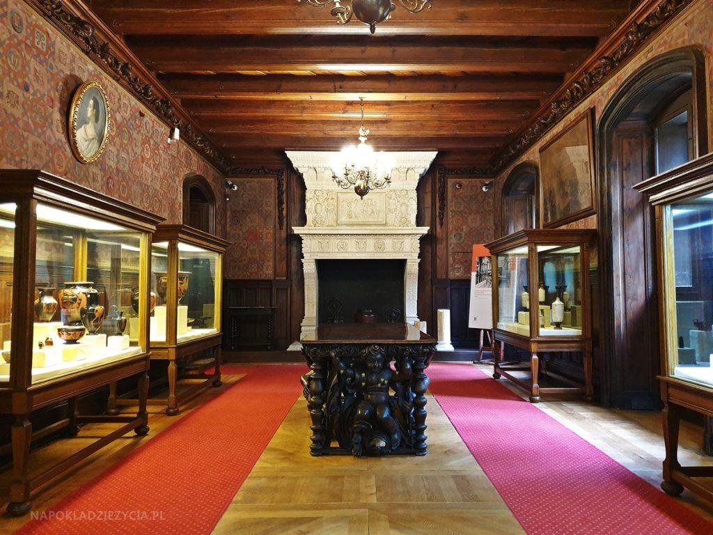 Zamek w Gołuchowie: sala waz antycznych
