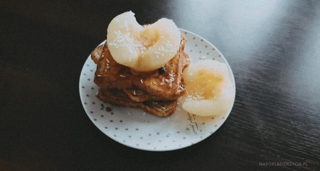 Słodkie śniadanie: PRZEPIS NA TOSTY FRANCUSKIE Z KAJMAKIEM I GRUSZKĄ