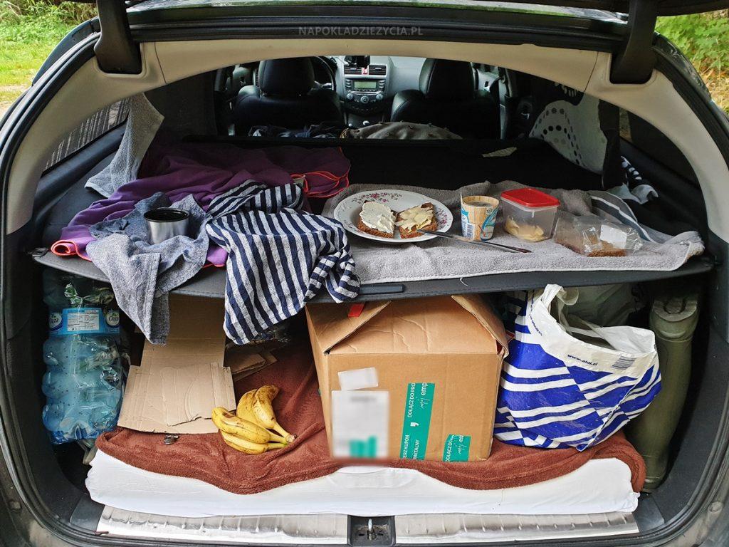 Przygotowanie auta osobowego do spania (jak nocować w samochodzie)